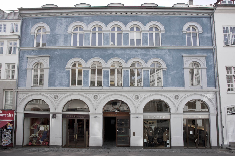 Den smukke blå facade på bygningen