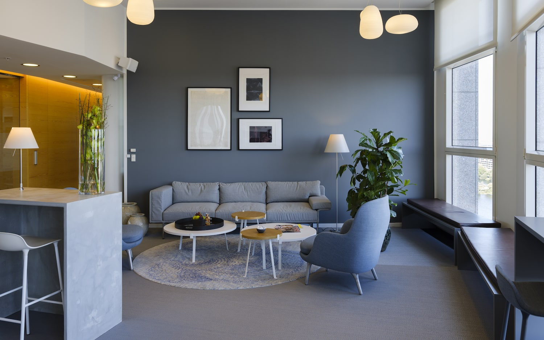 Sofa, lænestole og loungeborde i moderne nordisk stil