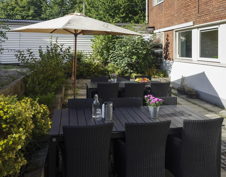 Gårdhave med lounge havemøbler