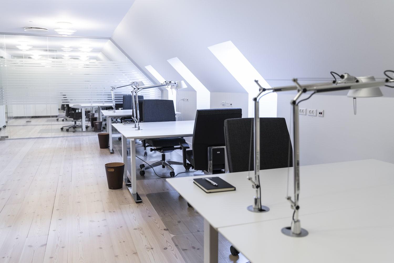 Rummelige og lyse kontorpladser