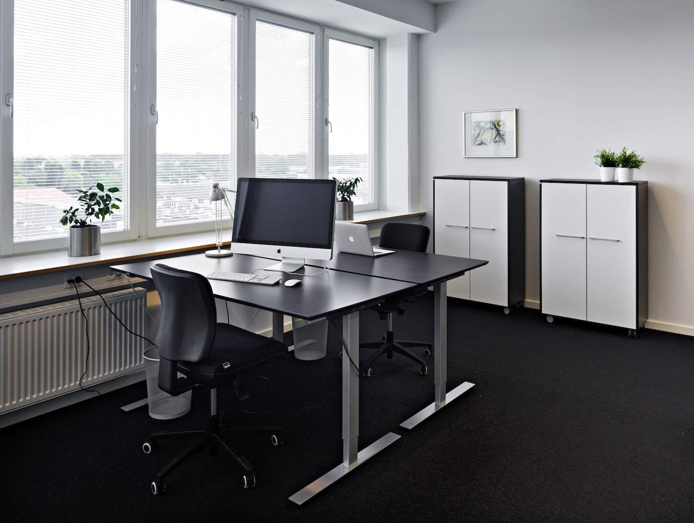 Møblerede kontorpladser med god udsigt